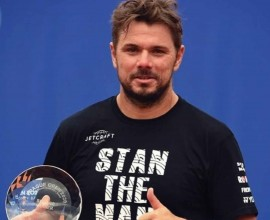prague-2020-final-wawrinka-trophy1